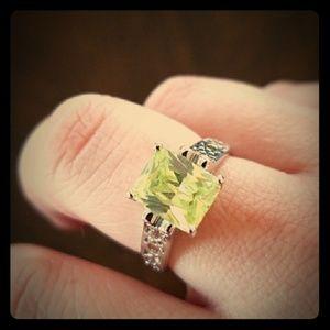 Lol Sophia Green Ring